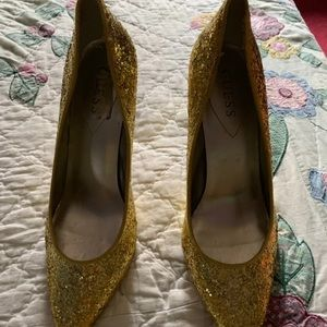 Guess pumps size 8 1/2 barely worn